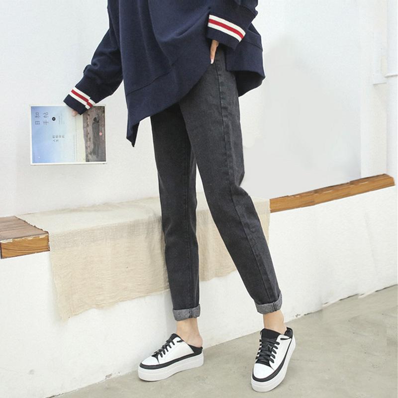黑灰色高腰牛仔裤