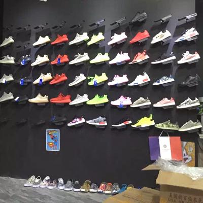 新款运动鞋店鞋架足球鞋货架商城鞋店装修货架展示架工业风个性