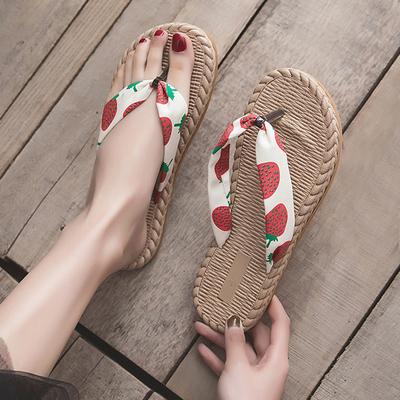 网红凉拖人字拖鞋女夏外穿草莓平底可爱度假沙滩鞋女时尚防滑夹脚