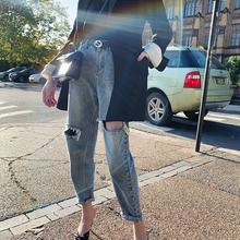 个性 女时尚 浅色小脚裤 新款 于momo2019春装 宽松显瘦破洞牛仔裤图片