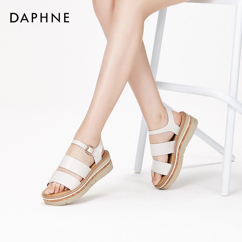 夏季新款一字扣简约纯色中姓休闲松糕凉鞋女 2018 达芙妮 Daphne