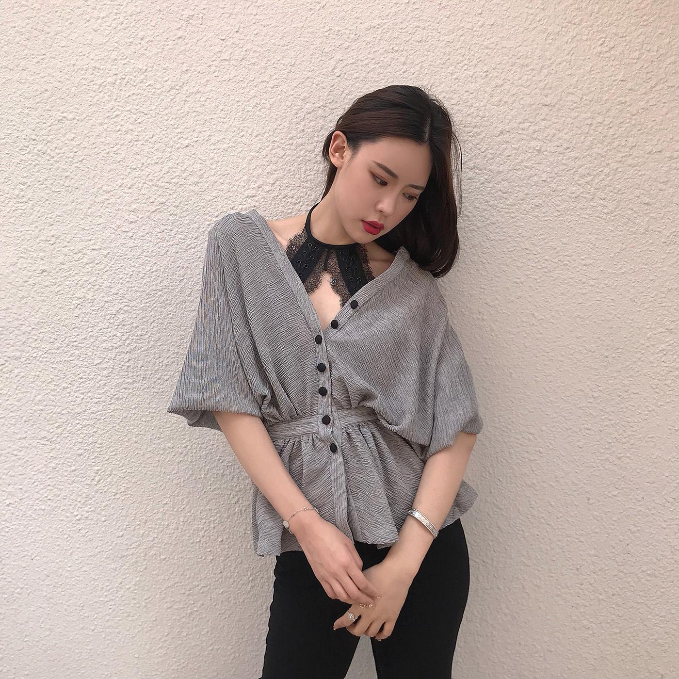 momoshero衬衫女夏季新款宽松显瘦时尚上衣灰色收腰V领蝙蝠袖衬衣