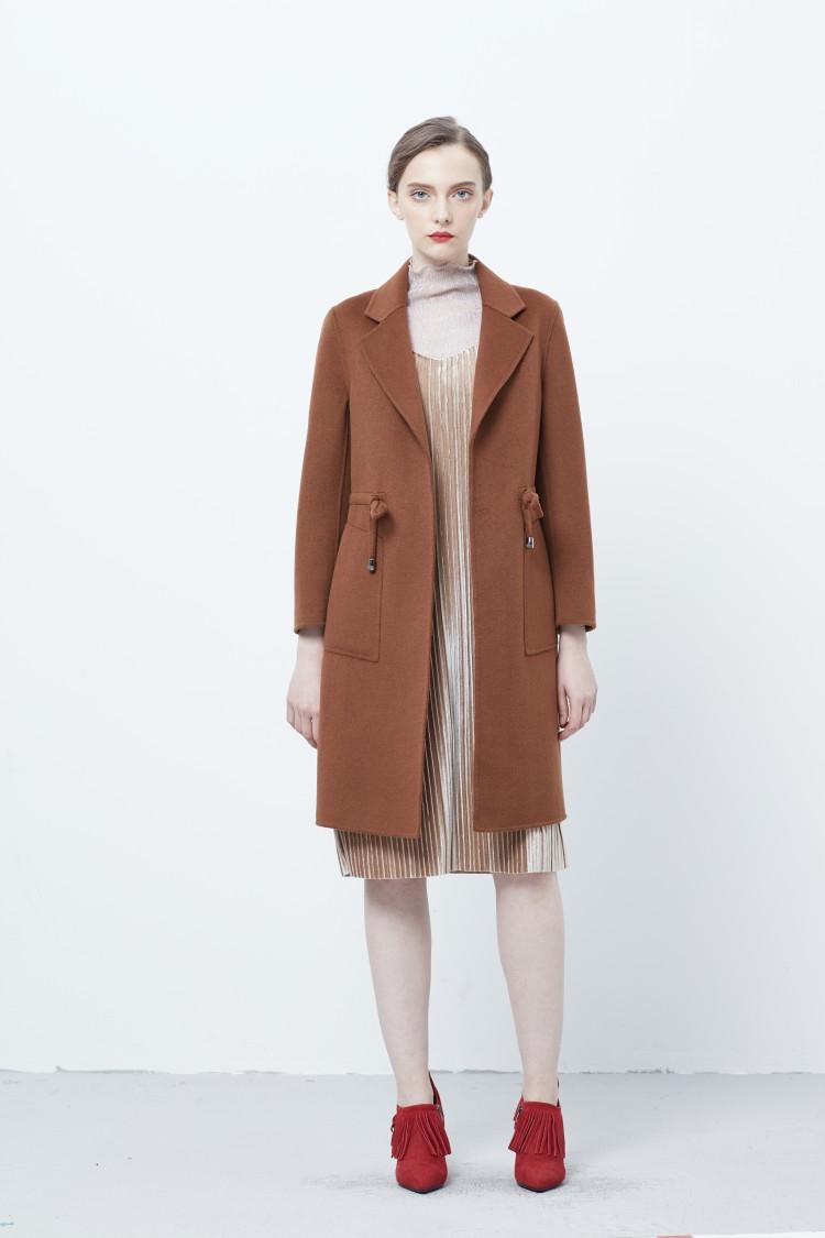 褐色大衣中长款