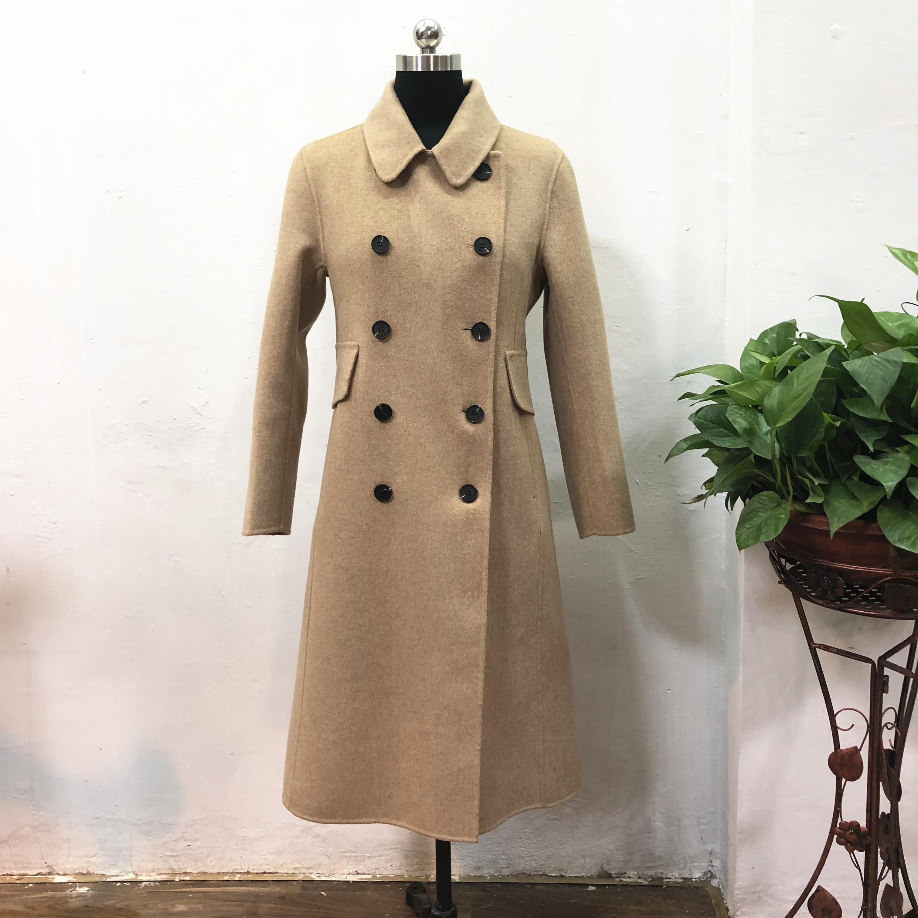 米白羊毛大衣