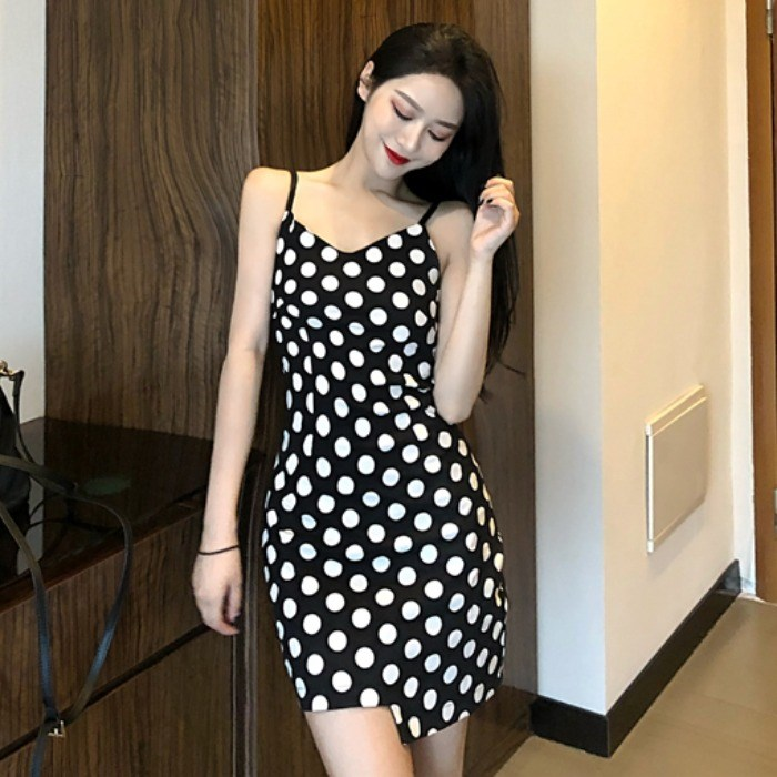 2019夏季时尚新款波点吊带连衣裙港味chic裙子不规则修身打底裙