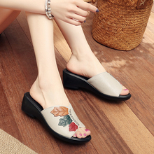 2019 summer leather slippers female flat bottom wedge sandals leather soft bottom non-slip casual middle-aged mother sandals
