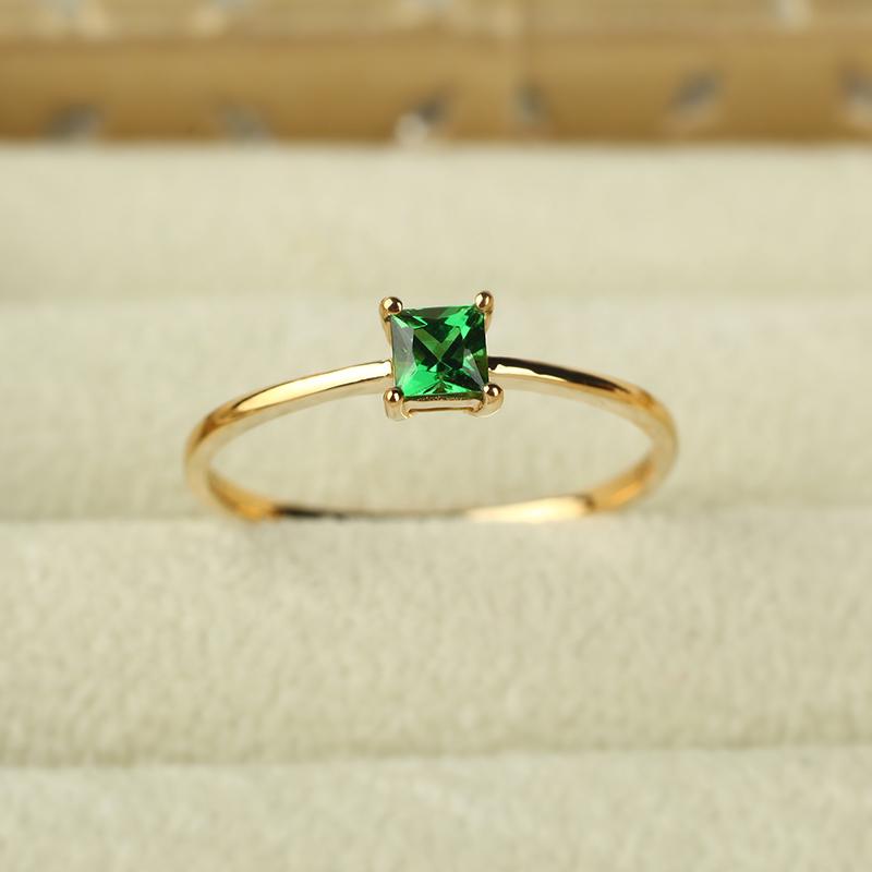 绿宝石金戒指