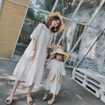 妮妮妈亲子装白色温柔连衣裙夏母女2019新款仙女镂空刺绣蕾丝长裙