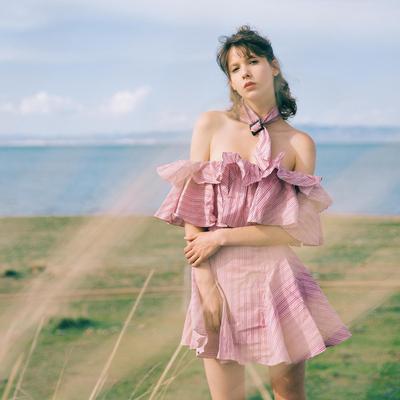 制造后花园*vacation系列少女感荷叶边一字肩收腰迷你格子连衣裙