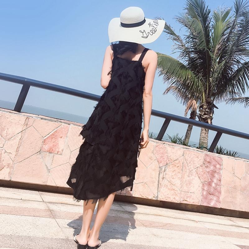裙子女沙海边
