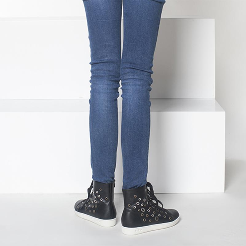 1515605024 达芙妮系带平底防滑高帮女鞋 Daphne