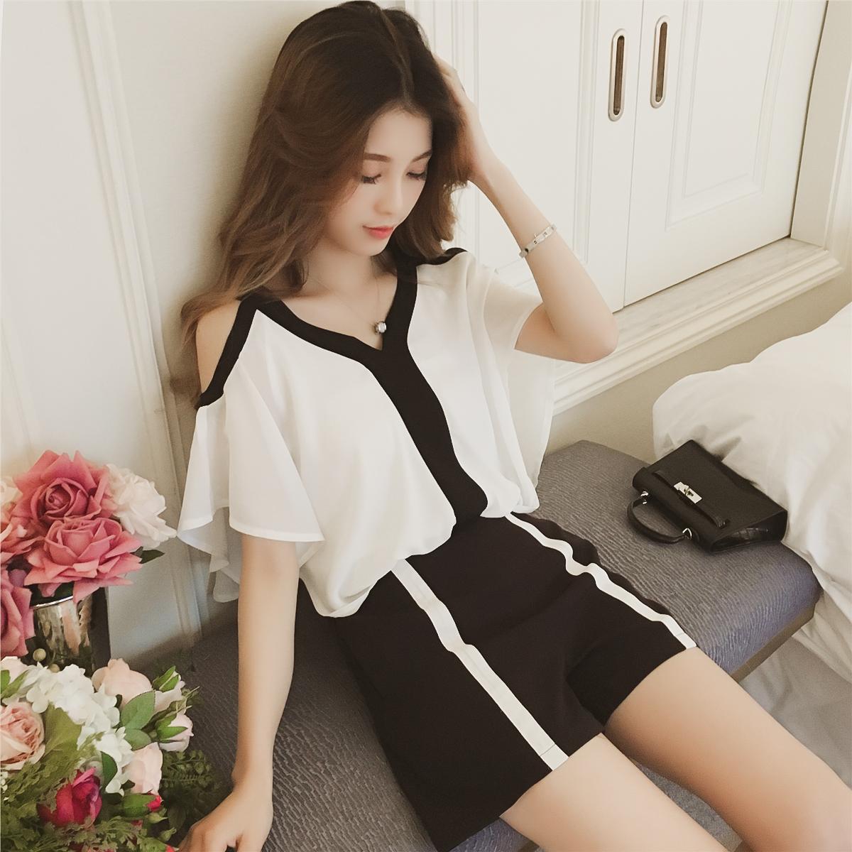 白上衣条纹裙套装