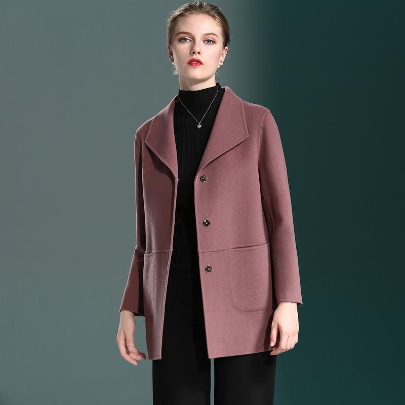 紫红色大衣