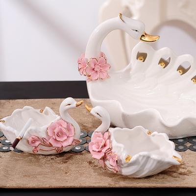 陶瓷天鹅一家三口摆件烟灰缸客厅创意现代家居房间装饰品结婚礼物特价