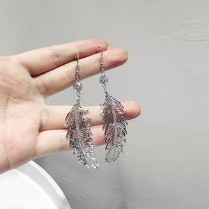 韩国风气质简约百搭金属镶钻叶子耳钩 网红复古轻奢风羽毛耳环饰
