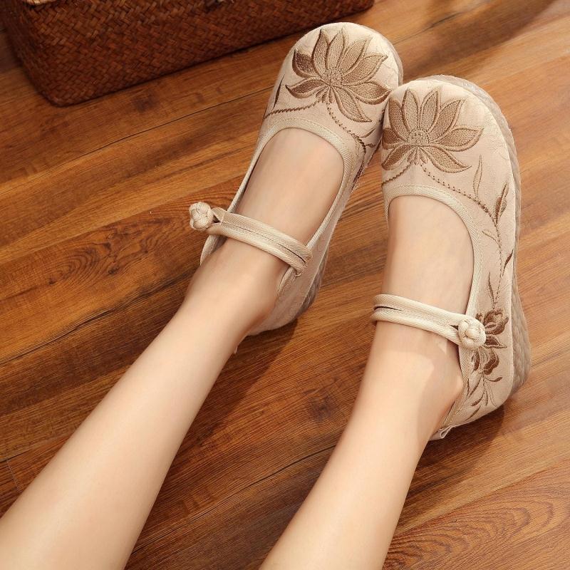 妈妈鞋舒适软底老北京布鞋单鞋名族风绣花鞋防滑中老年女中国风