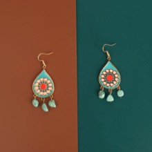 Tang Yuan and Grand Admiral originally designed earrings and earrings made of enamel and pine stone for Indian retro fashion