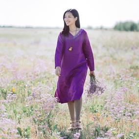 绽放C609朵/霖铃/长袖领口绣花连衣裙2018秋装女复古亚麻紫色裙子