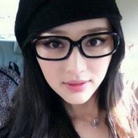 粉红色框眼镜