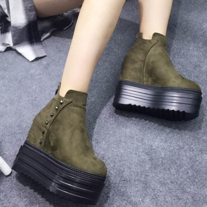铆钉坡跟女靴