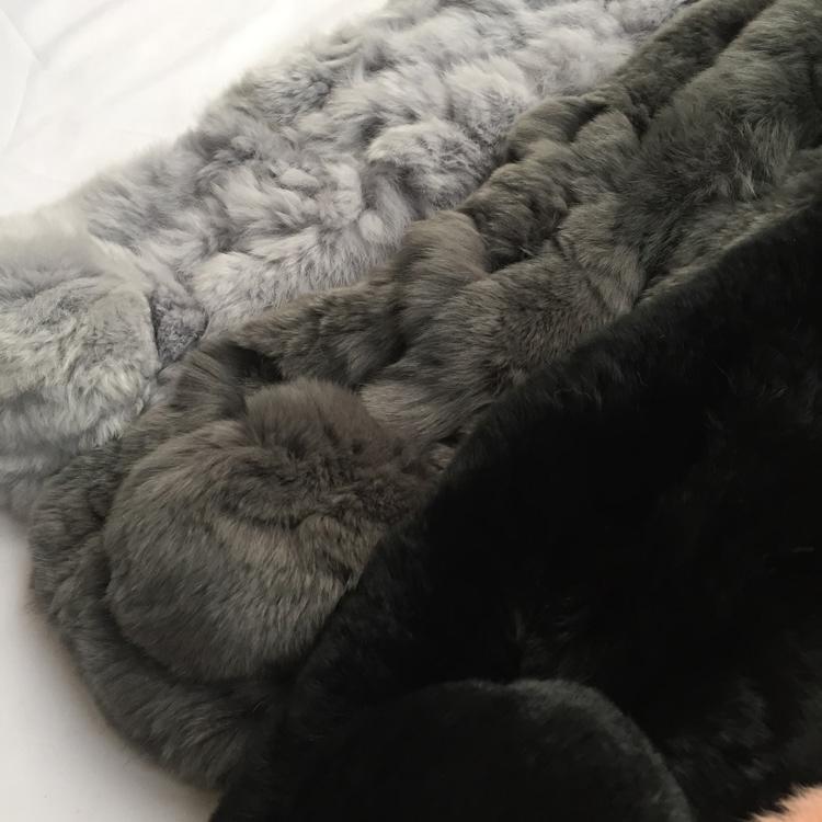 冬 17 软萌濑兔毛舒服保暖简约百搭毛毛球围脖百搭围巾女 真 包邮