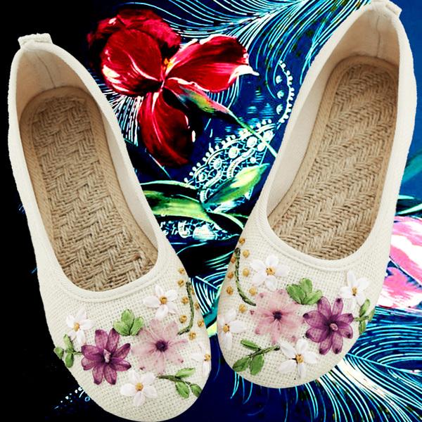 春夏新款女鞋老北京布鞋民族风白色绣花鞋子平底妈妈亚麻大码单鞋