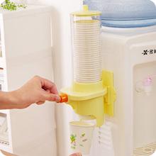 一次性水杯杯架 创意粘贴式取杯器纸杯筒收纳架 饮水机自动落杯器