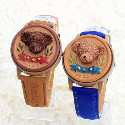 手表四叶草女学生