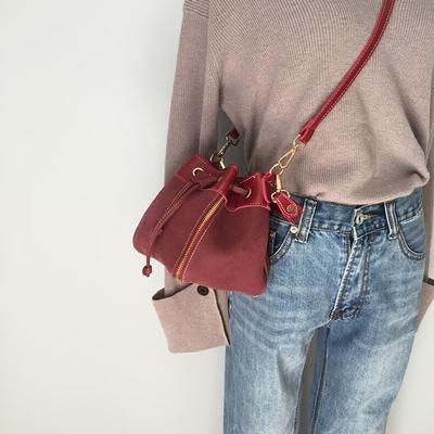 韩版抽带水桶包小包2018新款复古磨砂皮手提女包时尚单肩斜挎包包