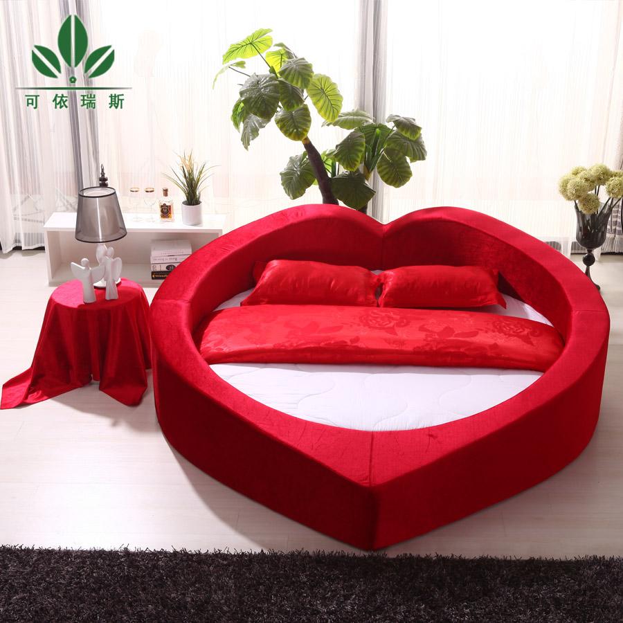 红色布艺床