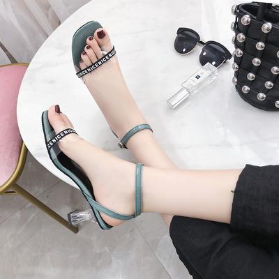 2018夏新款网红水晶性感高跟鞋欧美粗跟一字扣带露趾透明凉鞋女