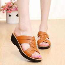妈妈拖鞋平底坡跟中年妇女中老年老人时尚外穿软底防滑凉拖鞋夏季