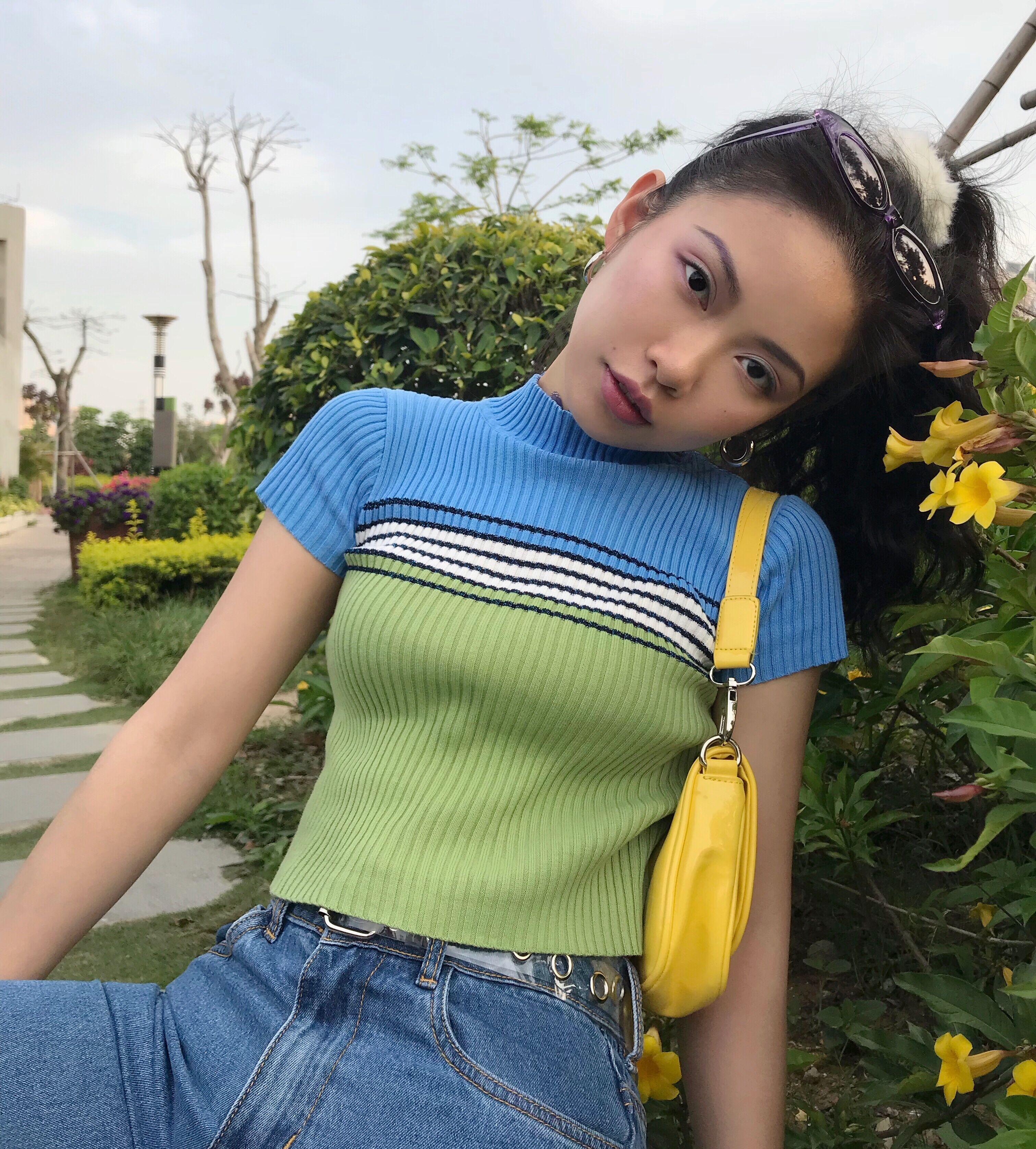 条纹露脐针织衫