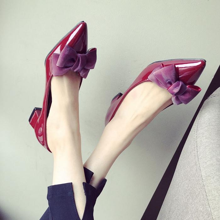 大码低跟尖头漆皮单鞋