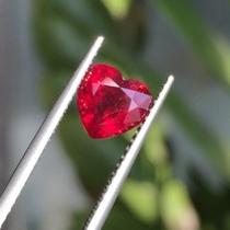 椭圆形红宝石裸石未镶嵌鸽雪红戒面七月生辰石情人节天然粉熔彩宝