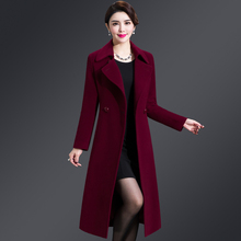 Mid-aged and old women's cashmere overcoat in winter of 2019