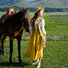 Ideal March Women's Travel Wear V-collar Sleeveless Xinjiang Tourism Ethnic Style Horse Armor Women Wear Short-style Coats in Spring and Autumn Period
