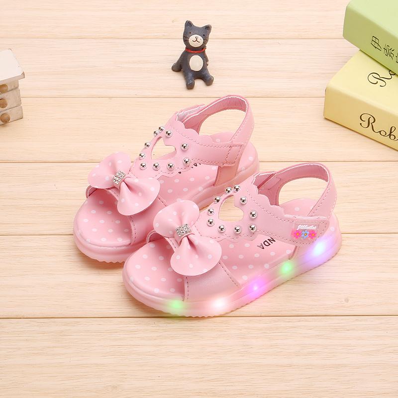 童鞋带灯女