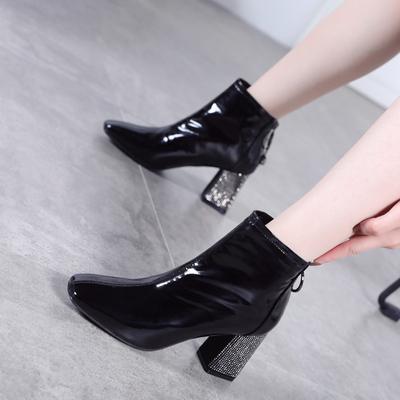 复古方头秋季马丁靴女2018新款冬季高跟靴子时尚漆皮水钻粗跟短靴