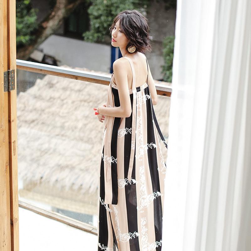 沙滩条纹连衣裙