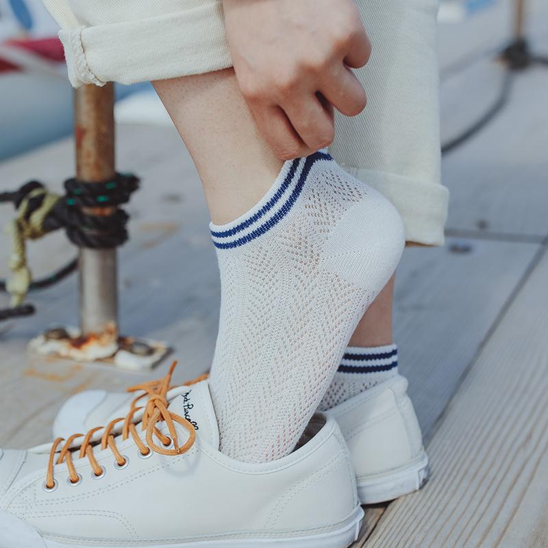 三条纹袜子