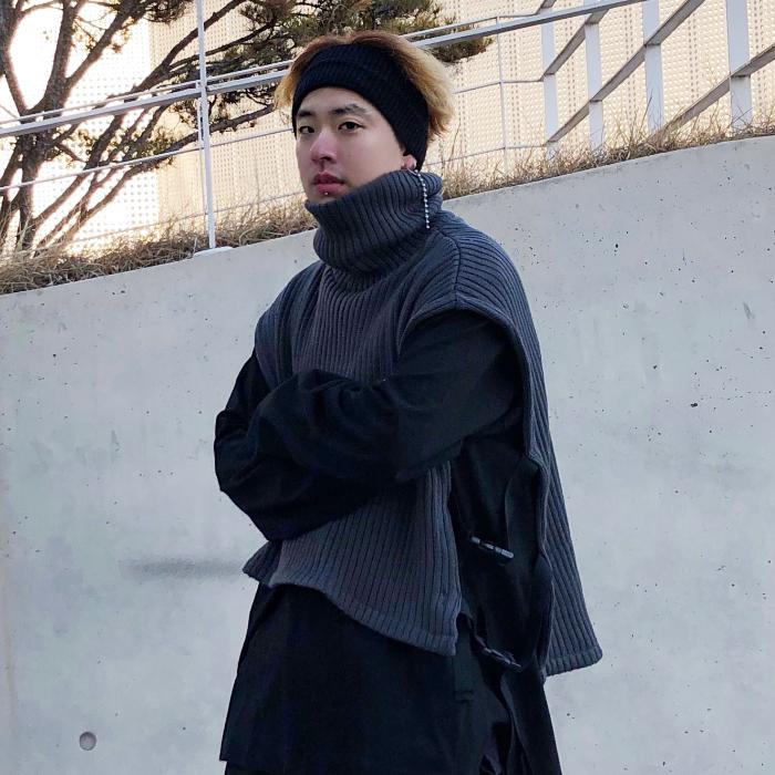 韩国男装代购东大门19创意秀款绷带侧开高领短款宽松针织马甲背心