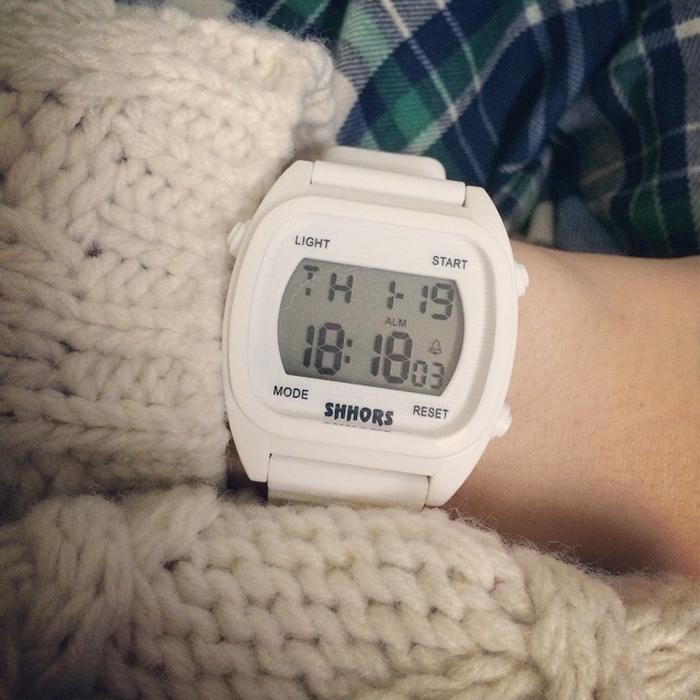 电子手表女学生带闹钟