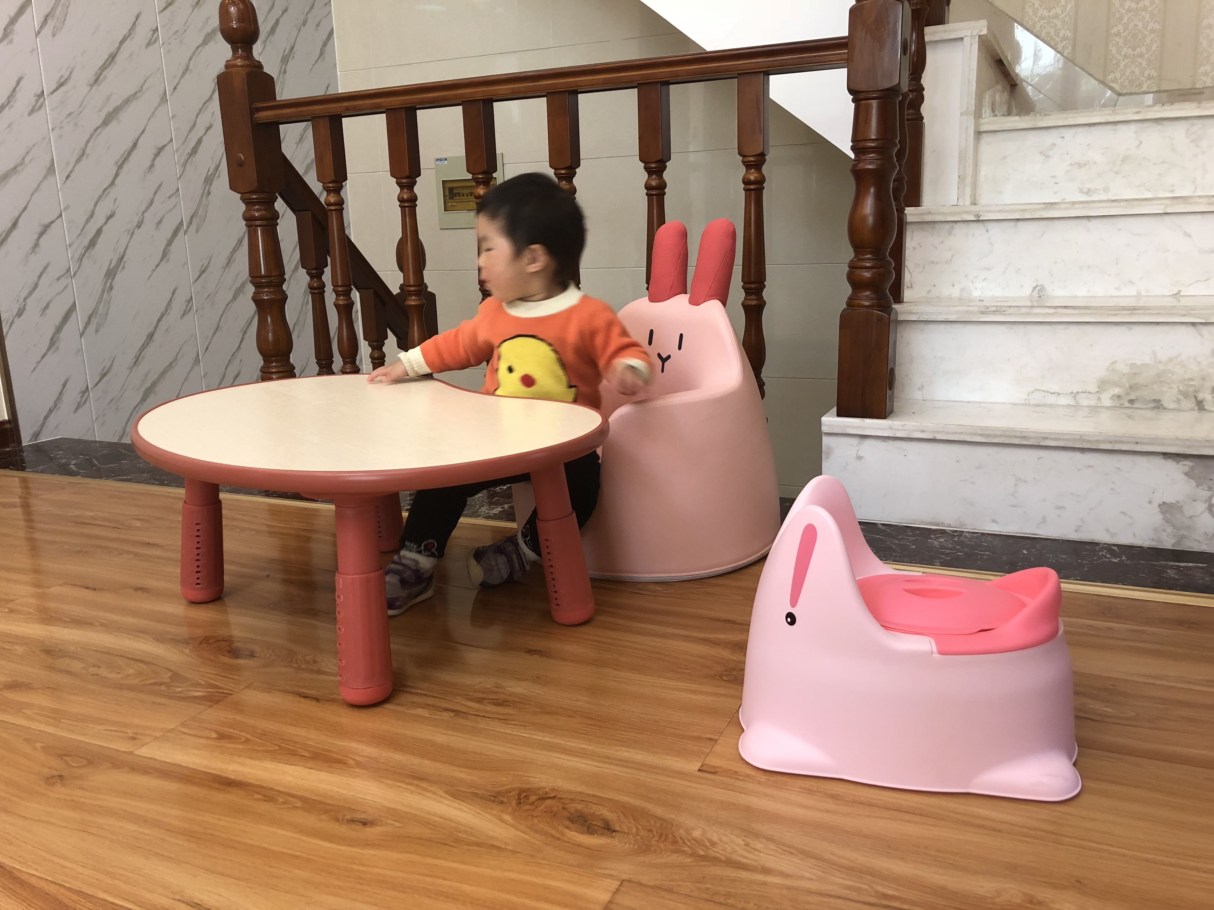 韩国儿童学习花生桌宝宝游戏防撞可升降调节桌子幼儿园写字书桌