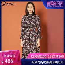 Roem秋冬新款时尚碎花淑女式连衣裙 中长款喇叭袖修身裙子图片