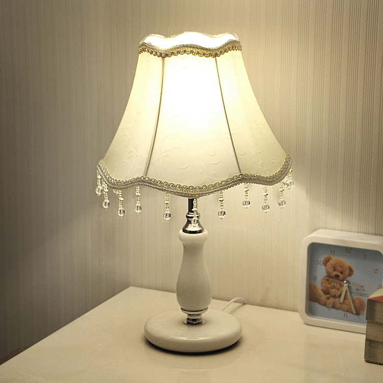 装饰台灯床头