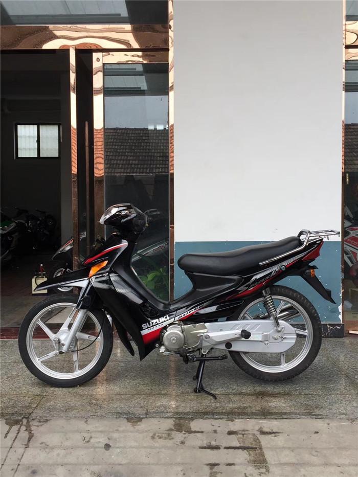 弯梁摩托车-铃木110