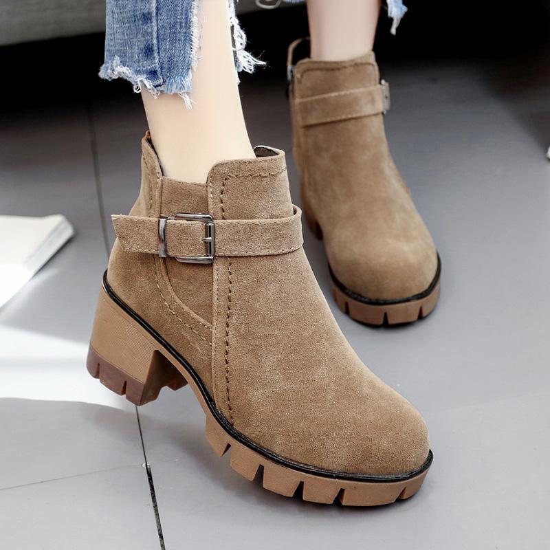 加绒保暖女靴子