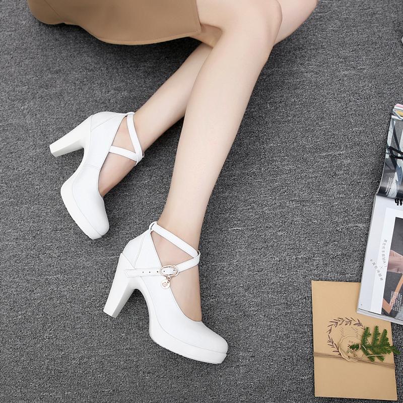 白色粗跟厚底單鞋