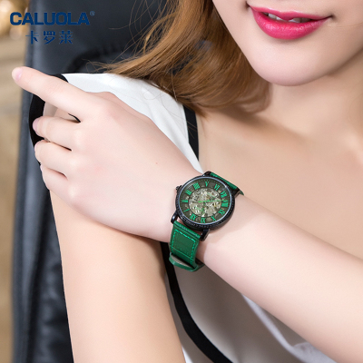 镶钻手表时尚
